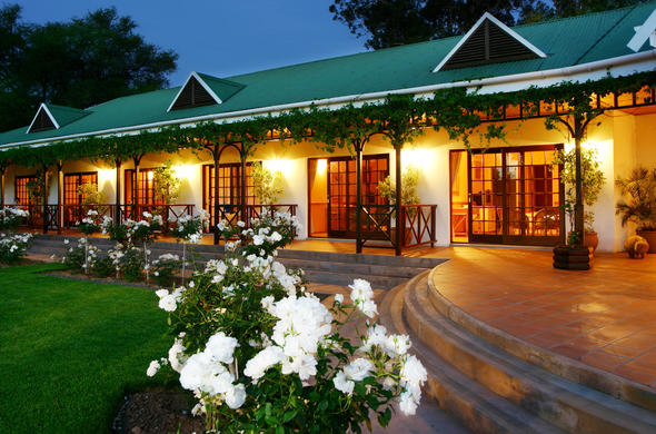Hlangana Lodge exterior view at night